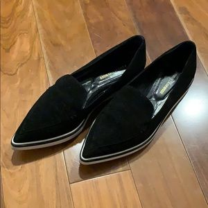 Pointed toe loafers/slip on